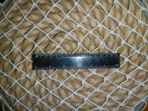 ячея 30мм 22 300x225 Как закрепить защитную сетку на лестницу