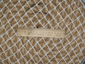 ячея 20мм 25 300x225 Как закрепить защитную сетку на лестницу