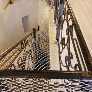 20180117 155229 300x300 Как закрепить защитную сетку на лестницу