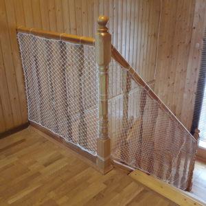 20190324 160327 300x300 Как закрепить защитную сетку на лестницу